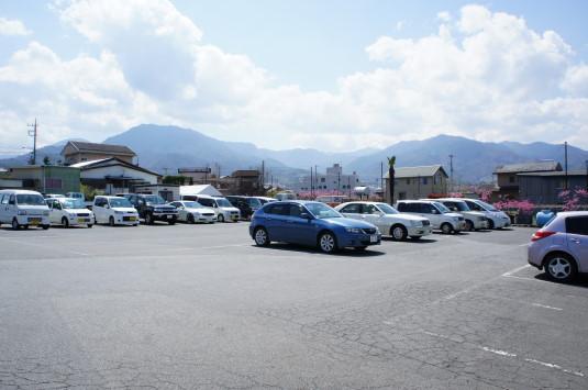 桃の花 グレープハウス 駐車場