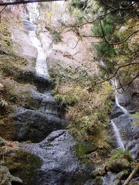 鍋足山の滝2004120902
