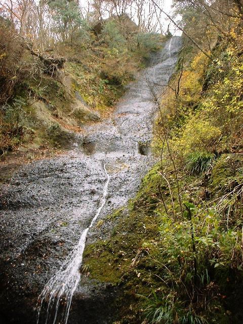 鍋足山の滝2004120903