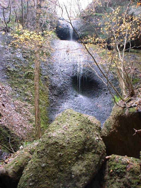 鍋足山の滝2004120905