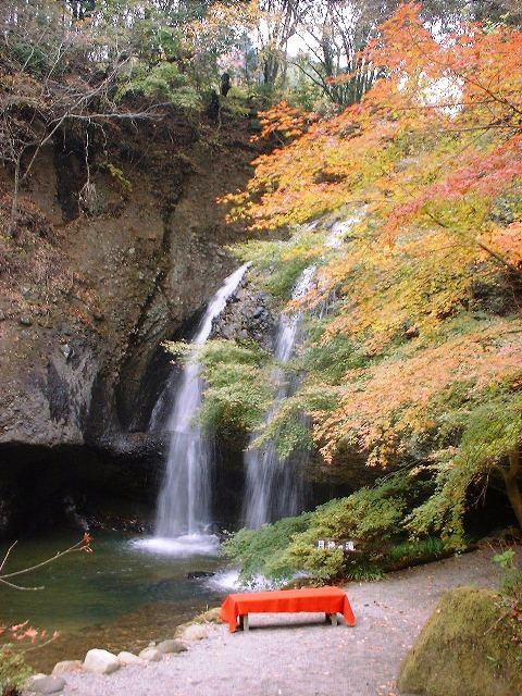 月待ちの滝2004111801