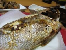 市場で買った鯛一匹丸ごと2500円也