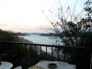 家の近くから見える海。