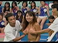 ナイナイ TVで全裸美女のおっぱいを触るw