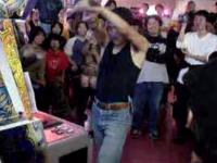 (スーパープレイ) (実写) beatmania ゲーセンで大暴れ!!伝説のビートマニアDJ伊藤 爆笑確定その1~その4