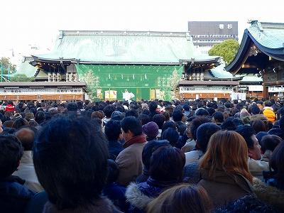 写真キャプション=初詣客で賑わう大阪天満宮