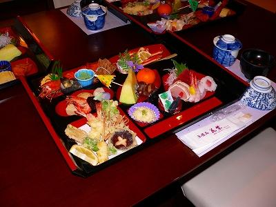 写真キャプション=エビが満載された名古屋の精進揚げ料理