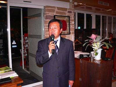 写真キャプション=会員を前にキーマンズの展開について語る平松相大社長