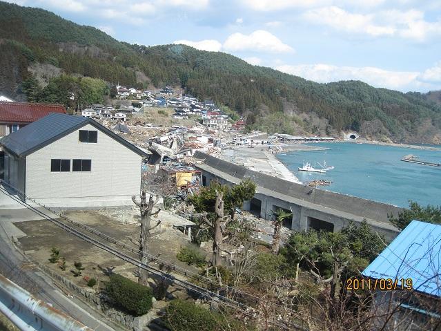 唐丹湾小白浜の様子 斜面中腹まで津波が来ている