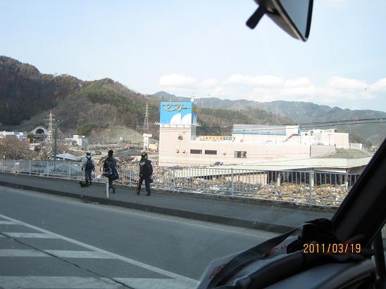 大槌町マイヤ 駐車場まで住宅が流されている