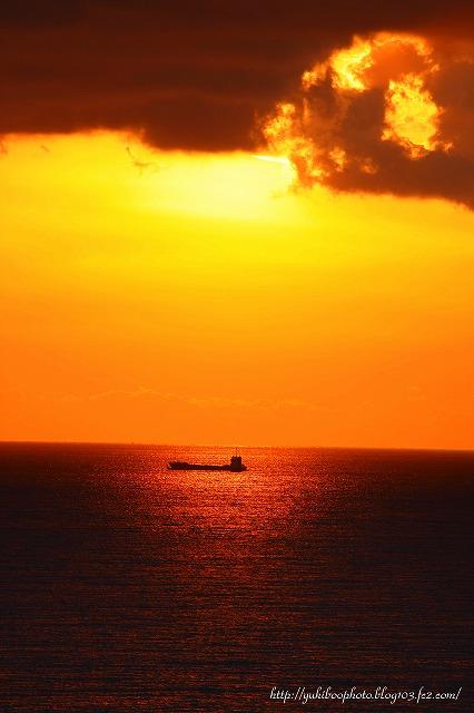 船と夕日s