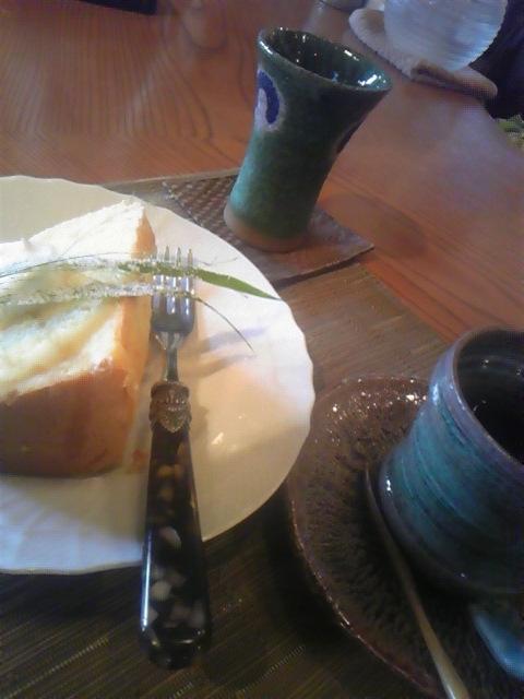 シフォンケーキ、というよりはきめの粗いスポンジ?