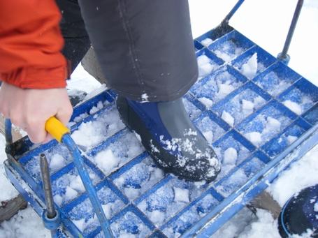 2月2日雪玉製造器