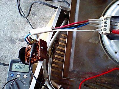 電気ヒータからスイッチの配線の抵抗