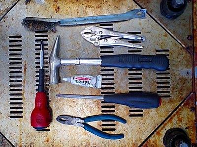 ウォーマーネジはずしに使った工具
