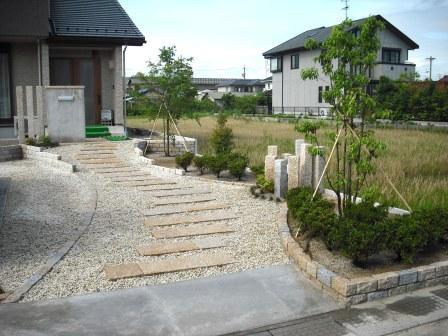 ミカゲ石アプローチと植栽