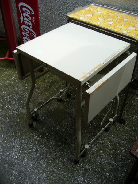 キャスター付きの両バタ作業台